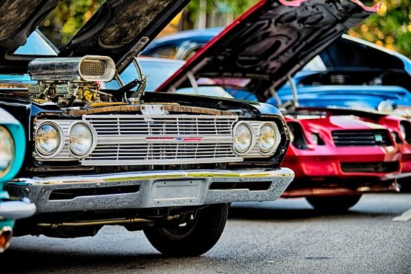 many Classic cars is waiting to get repair
